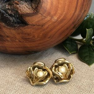 Vintage Goldtone Flower & Faux Pearl Clip Earrings